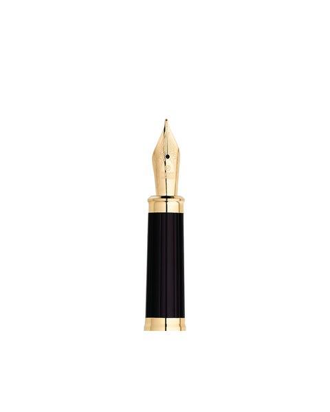 Sección frontal de la pluma estilográfica con plumín mediano chapado en oro de 23 quilates